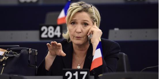 Marine Le Pen reconnaît avoir salarié fictivement un assistant parlementaire
