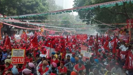 """Inde : """"Mahapadav"""" massive contre les politiques et les privatisations de Narenda Modi"""