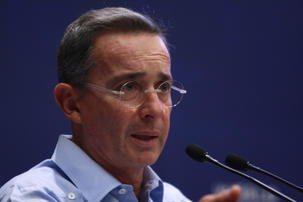 Alvaro Uribe, persona non grata en France !