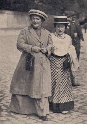 Clara Zetkin (à gauche) et Rosa Luxemburg