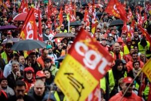 Plus de 20.000 manifestants pour réclamer : Justice pour les salariés ! Relaxe pour les 5 de Roanne !
