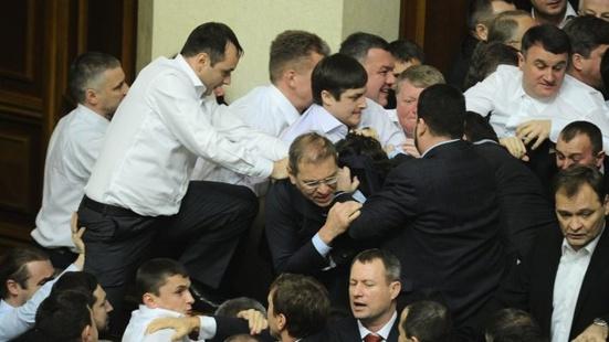 Affrontement entre députés communistes et néonazis à la Rada