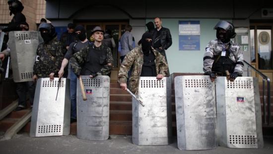 Ukraine: après le drame d'Odessa, les insurgés reçoivent des renforts