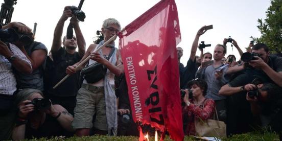 """Grèce : """"les militants partent par milliers"""" de Syriza"""