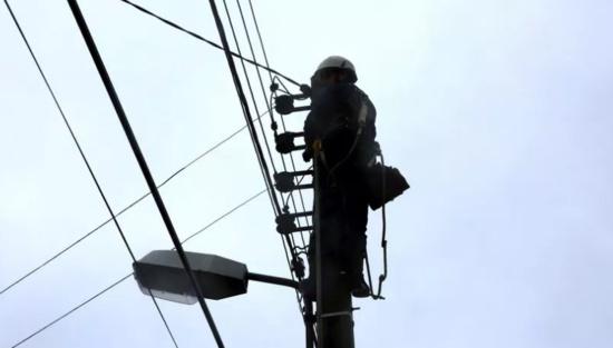 Dordogne : la CGT coupe l'électricité aux domiciles des parlementaires socialistes