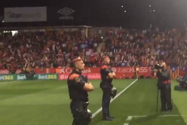 """""""Més que futbol"""" : FB Barcelone-Girona FC, un derby hautement politique"""
