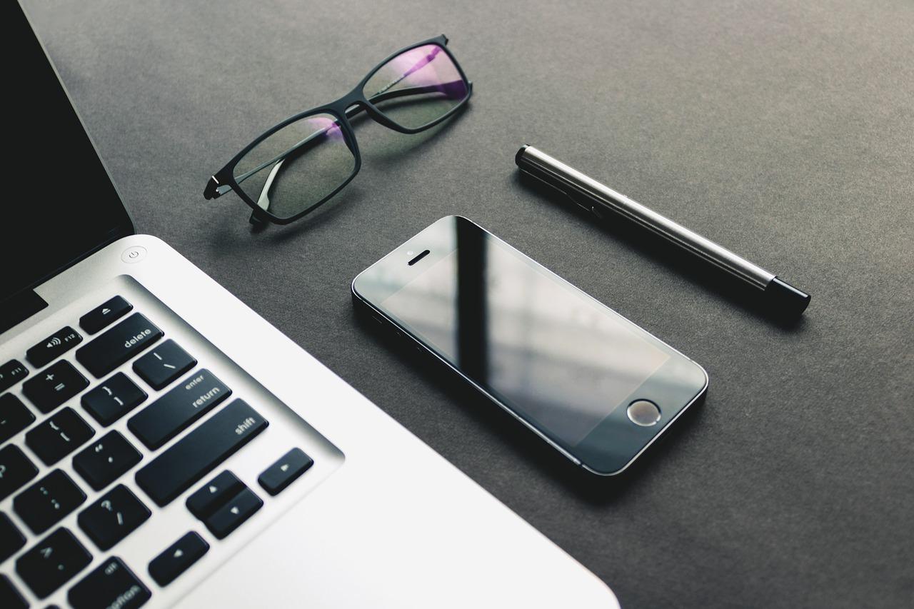 Comment choisir les accessoires de bureau pour gagner en efficacité ?