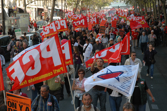 10.000 communistes manifestent pour les salaires