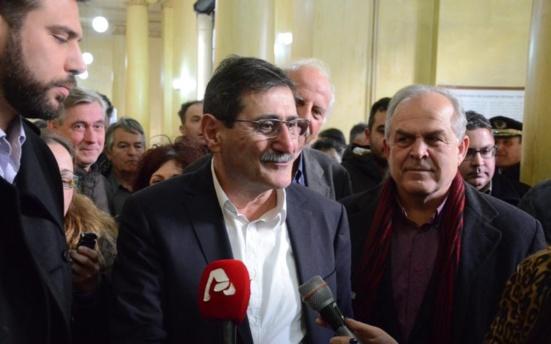 Le maire communiste de Patras (KKE) traîné devant la justice par les néonazis de l'Aube dorée