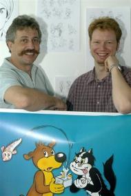 Patrick Apel-Muller (g), directeur du nouveau Pif-Gadget, le 17 juin 2004 à Saint-Denis, avec Pierre Dharréville, le rédacteur en chef