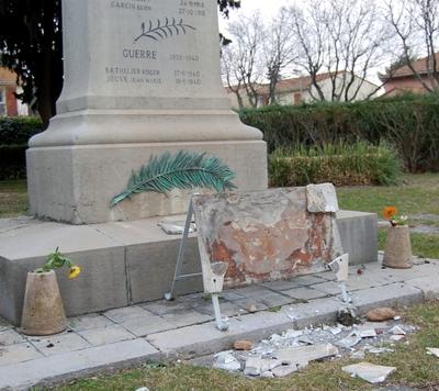 Le monument aux morts d'Entressen sacagé