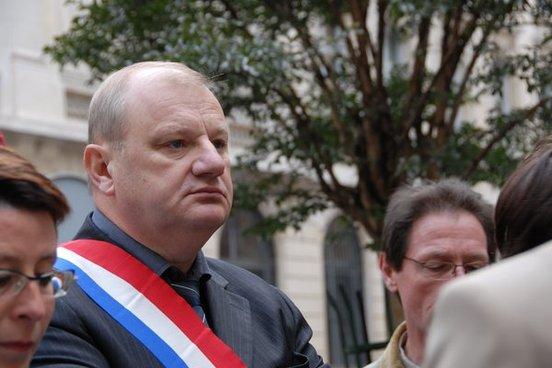 Roland Muzeau, Député PCF des Hauts de Seine, s'oppose au travail du dimanche
