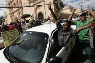 Honduras: taxis en grève pour Zelaya et les bons d'essence