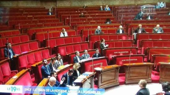 Cette nuit, à 00h07, 74 député.e.s votent la privatisation de la SNCF
