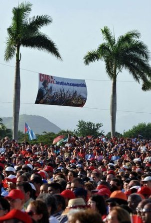Raul préside la cérémonie pour la Journée de la Rébellion nationale