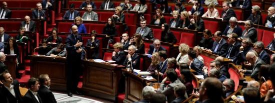 """""""Gilets jaunes"""" : La motion de censure de gauche est déposée"""