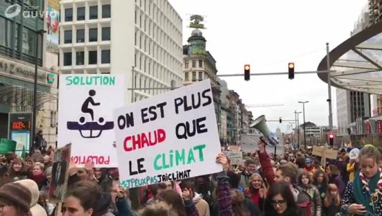 """""""On est plus chauds, plus chauds, plus chauds que le climat"""", la jeunesse belge se bouge pour le climat"""