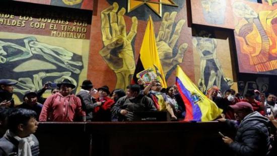 """Les manifestant.e.s installent le """"Parlement des Peuples"""" à l'Assemblée nationale de l'Équateur"""