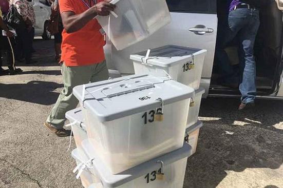 Les Travaillistes remportent les élections législatives en Dominique, l'OEA tente de renverser le gouvernement