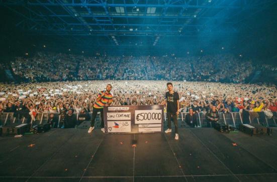 Après leur dernier concert, Bigflo & Oli reversent un demi-million d'euros au Secours populaire