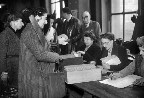 """""""Les femmes seront électrices et éligibles  dans les mêmes conditions que les hommes"""" disait le PCF il y a 76 ans"""