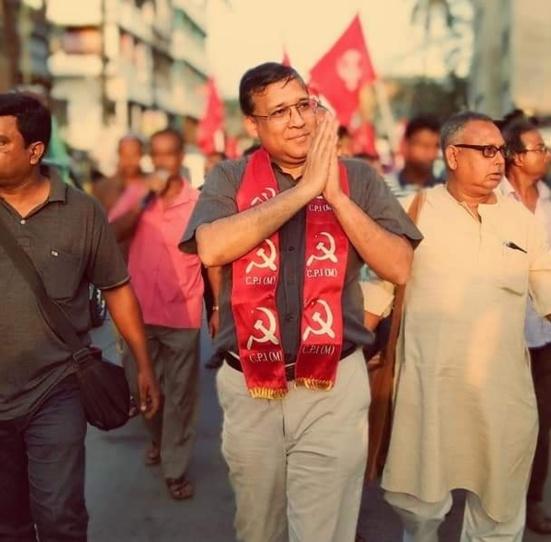 """Comment le """"Communist doctor"""" de Kolkata (Inde) est devenu le """"sauveur"""" de milliers de personnes dialysées"""