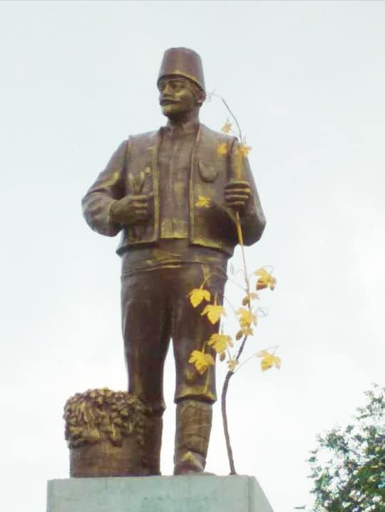 Un village ukrainien relooke une statue de Lénine pour éviter sa destruction