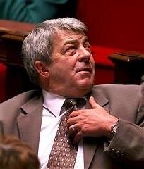 Parachuté à Beziers en 2001, aujourd'hui il veut la dissolution du PCF