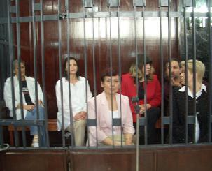 Visite Kadhafi: Kadhafi : les infirmières bulgares annulent leur visite à Paris et envisagent le dépôt d'une plainte