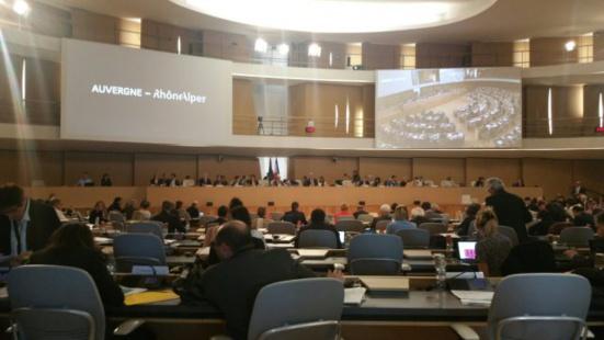 """Région AuRA : Des """"élus debout"""" (EELV-PG) assis aux côtés de Laurent Wauquiez"""