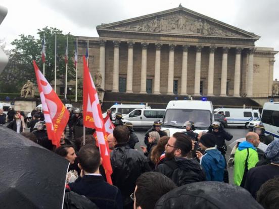 49-3/Loi Travail : Rassemblement devant l'Assemblée nationale