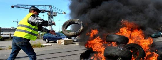 """""""Hollande, je croyais en ce mec-là…"""" : à Saint-Nazaire, la grande désillusion des grévistes"""