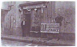 Siège du PCF en 1945 a côté de la Porte d'Arles - Le camarade Nentcheef devant le siège