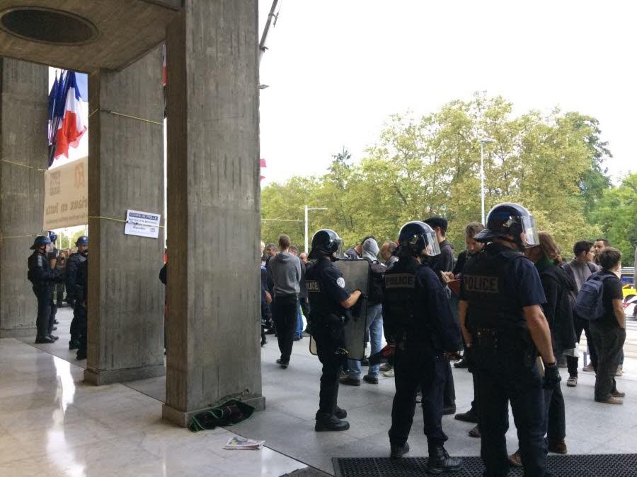Grenoble : Un conseil municipal sous haute tension