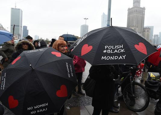 """Droit à l'avortement/Pologne : """"La nouvelle manœuvre du gouvernement doit échouer"""" (PCF)"""