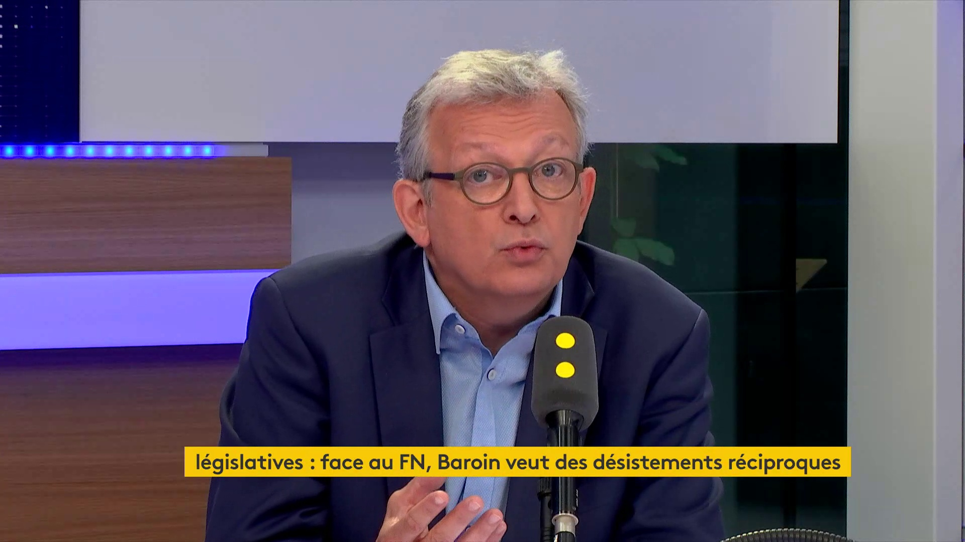 """Pierre Laurent dénonce """"une dérive absolutiste"""" d'Emmanuel Macron et """"un coup de force institutionnel"""""""