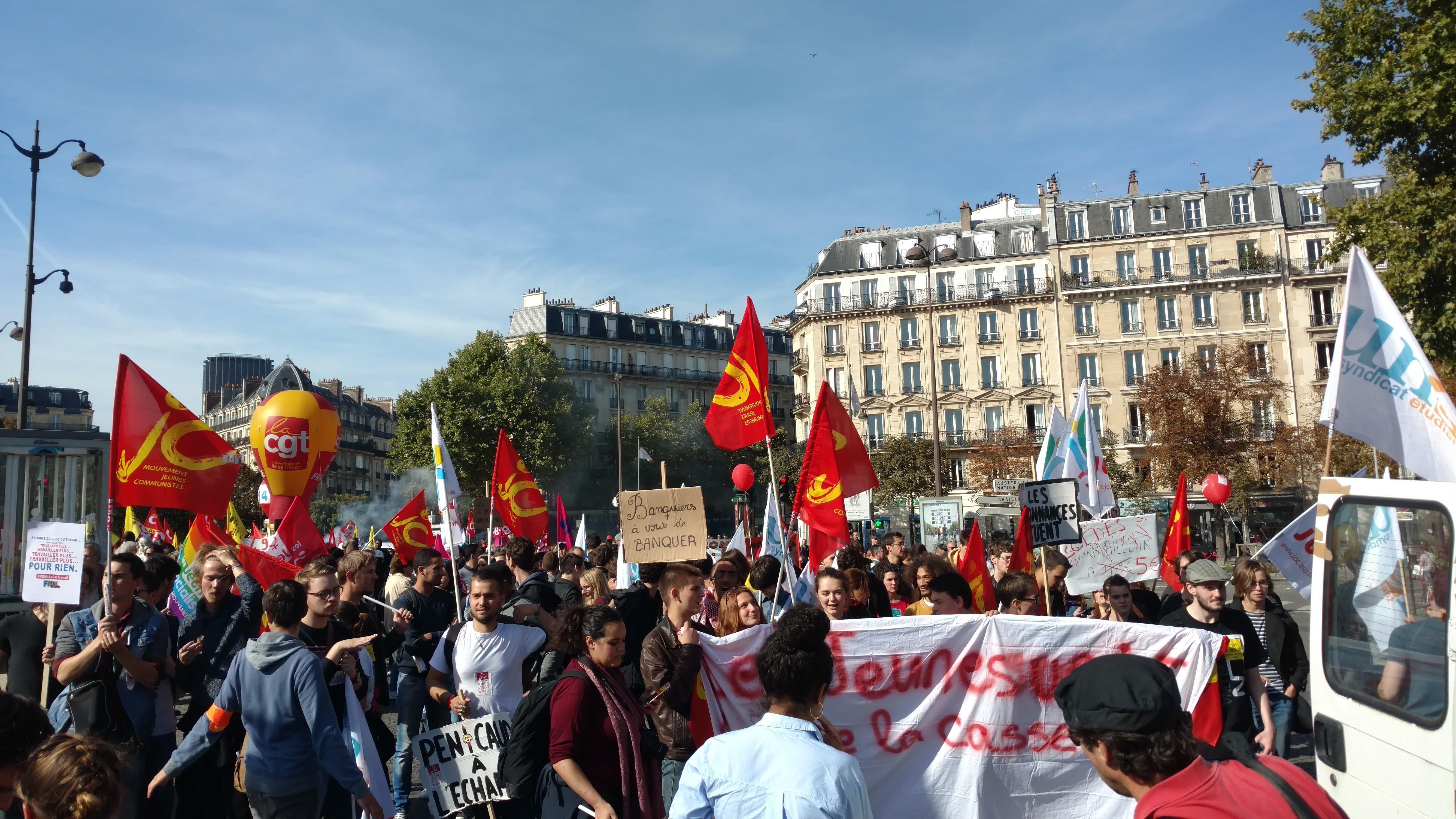 Appel des organisations de jeunesse et des syndicats étudiants à manifester, le 16 novembre, contre la sélection à l'entrée de l'Université