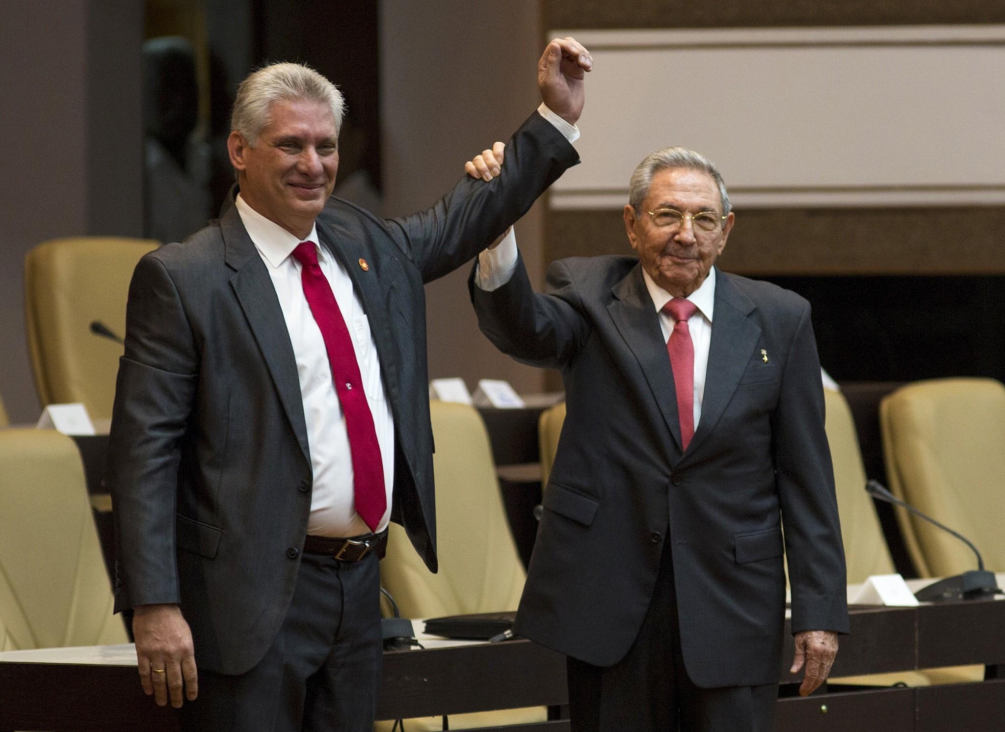 """""""J'assume la responsabilité avec la conviction que nous tous, les révolutionnaires, serons loyaux envers l'exemple légué par Fidel et Raul"""""""