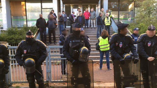 Le maire de Montreuil réquisitionne 15.000 m2 de bureaux vides pour reloger des travailleurs