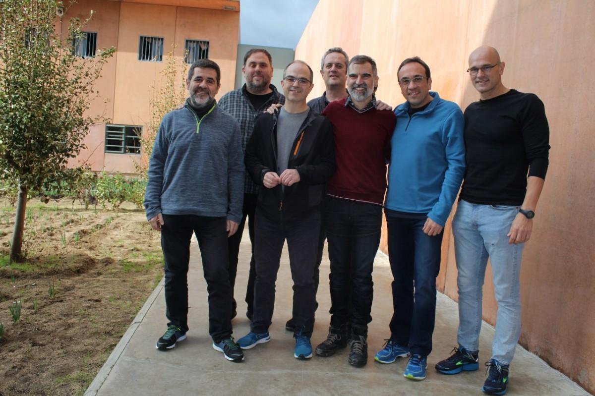Jordi Sànchez, Oriol Junqueras, Jordi Turull, Joaquim Forn, Jordi Cuixart, Josep Rull et Raül Romeva