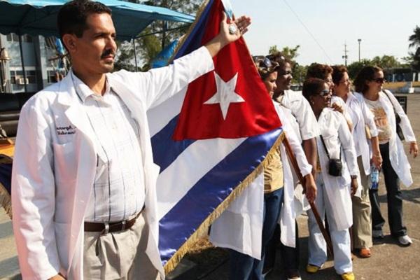 Face à l'abandon de l'Etat, la Guyane veut faire venir des docteurs cubains