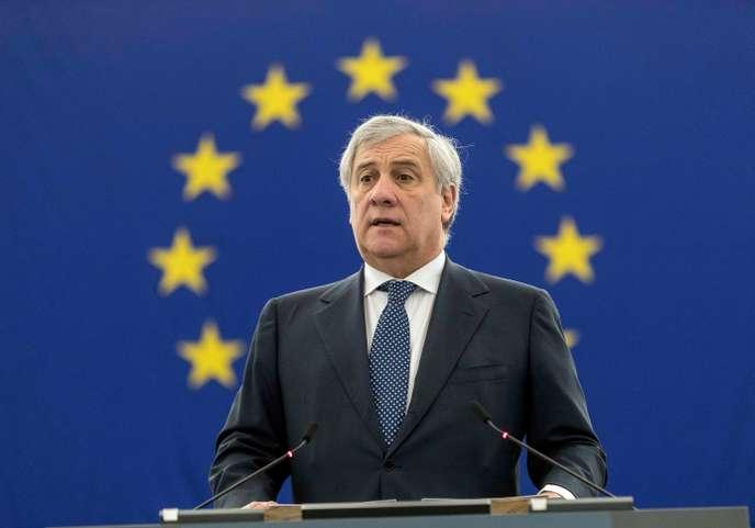 """Le président du Parlement européen, Antonio Tajani, salue les aspects """"positifs"""" du bilan de Benito Mussolini"""