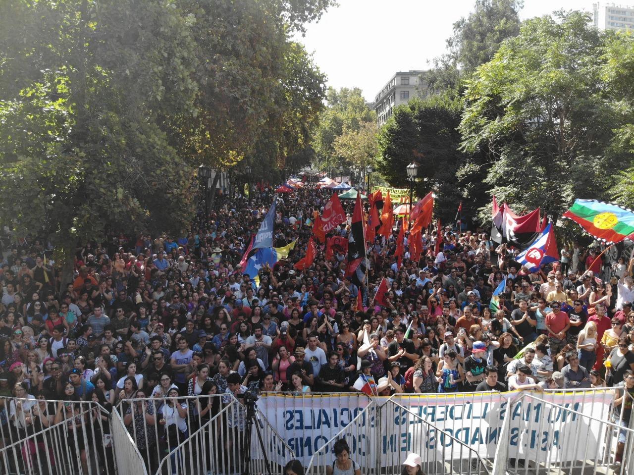Le Parti communiste du Chili rassemble environ 30.000 personnes en faveur de la paix au Venezuela