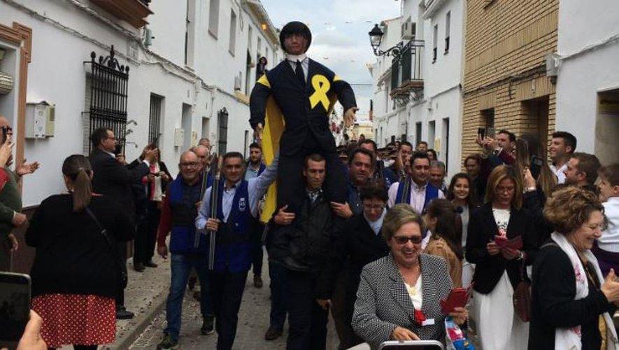 Un faux Carles Puigdemont pendu, brûlé et fusillé en Andalousie