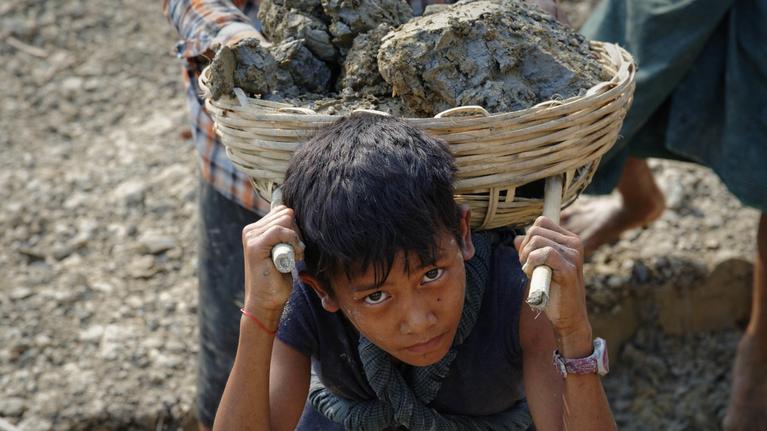 La Fédération Syndicale Mondiale (FSM-WFTU) dénonce l'exploitation des enfants comme main-d'œuvre bon marché et docile