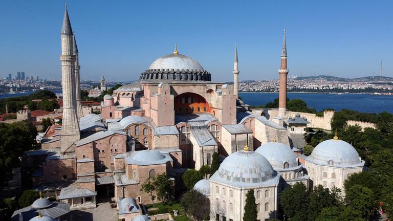 Les communistes turcs critiquent la décision d'Erdogan de convertir Sainte-Sophie en mosquée