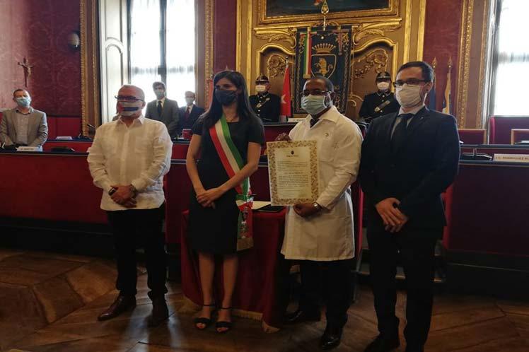 Le chef de la brigade médicale cubaine obtient la citoyenneté honoraire de la ville de Turin