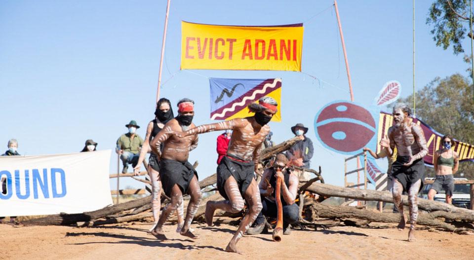 Australie : Les aborigènes expulsent une société minière de leurs terres
