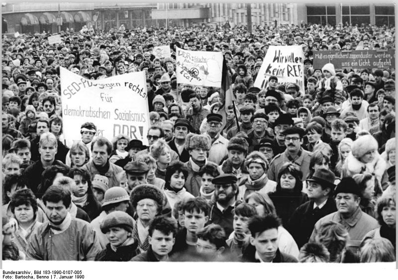 Il y a 25 ans disparaissait le Parti Socialiste Unifié d'Allemagne (SED)