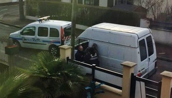 Un militant communiste arrêté par la police municipale de Vaujours devant chez lui à Tremblay en France